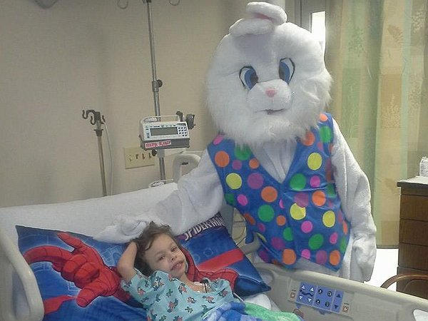 wes_and_easter_bunny.jpg.600x450_q85_box-0,102,720,643_crop_detail